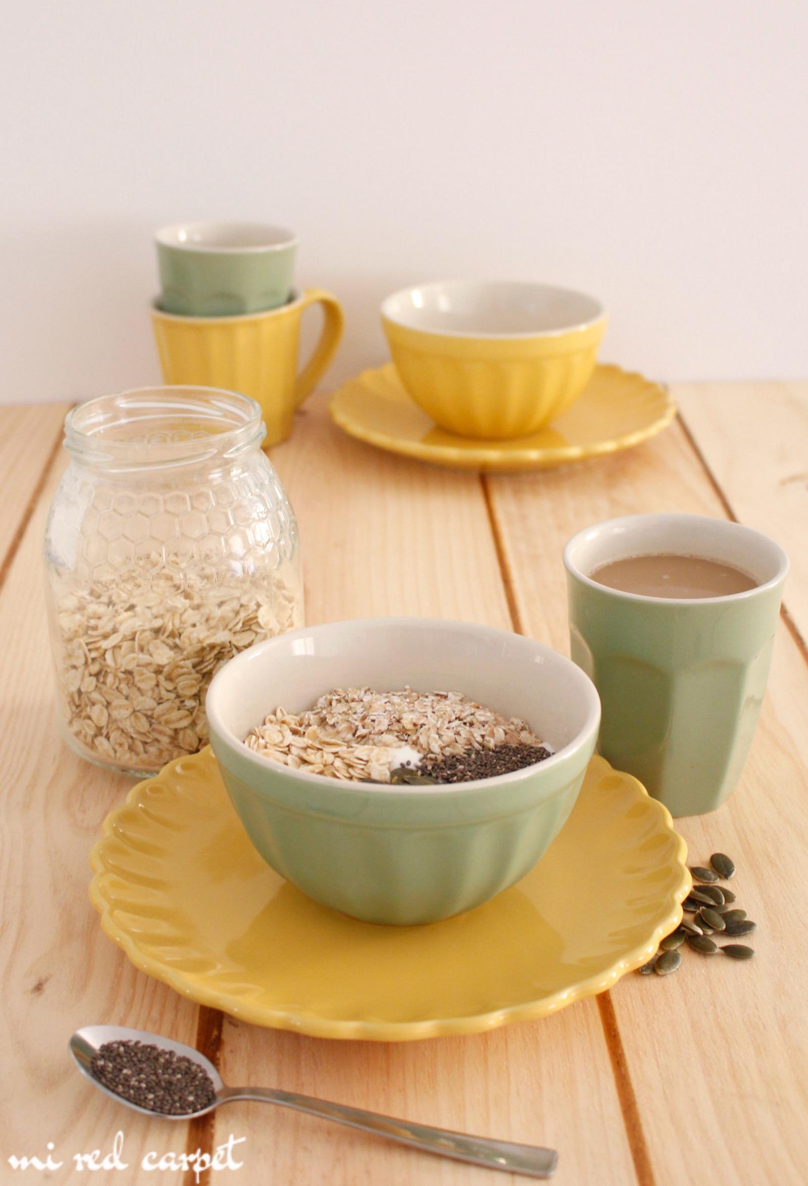 Desayuno con yogur avena