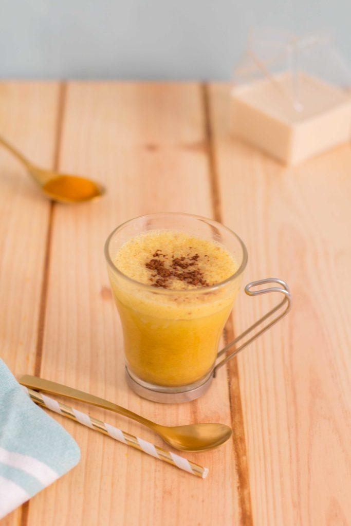 Beneficios y receta del cúrcuma latte