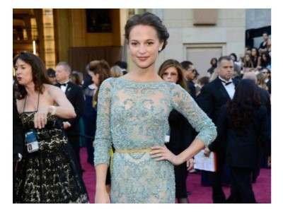 alicia vikander red carpet alfombra roja oscars 2013