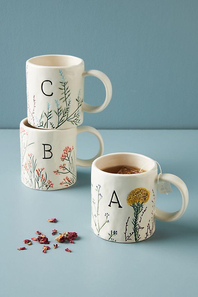 tazas con inicial de anthropologie botanica